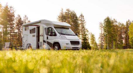Familienurlaub RV, Ferienreise in der Wohnsiedlung, Caravan Auto Urlaub.