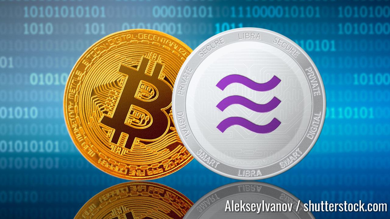 Libra- und Bitcoin-Münzen auf binärem Hintergrund; Facebook-Bibliotheken und Bitcoin-Kryptowährung